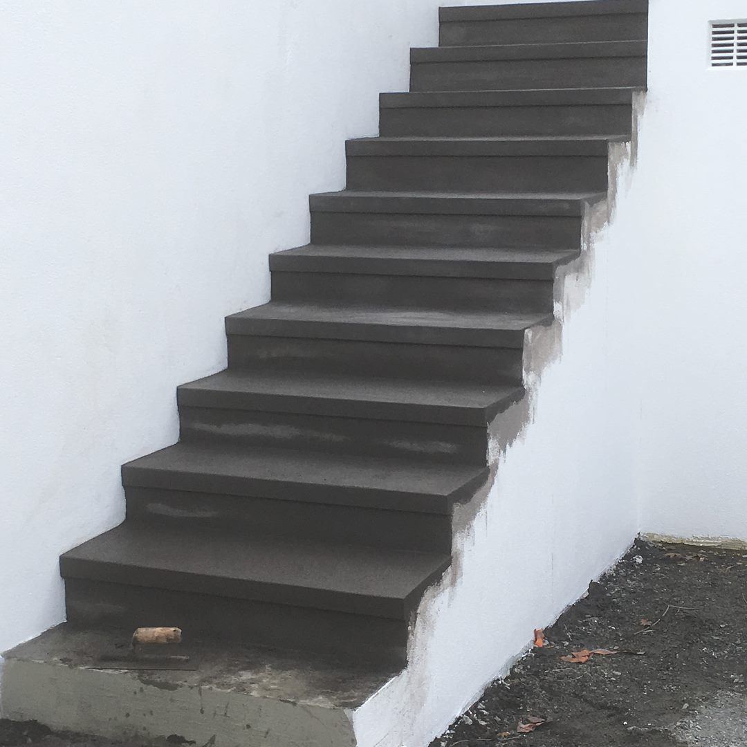 plastered steps with black oxide and a plastered detail